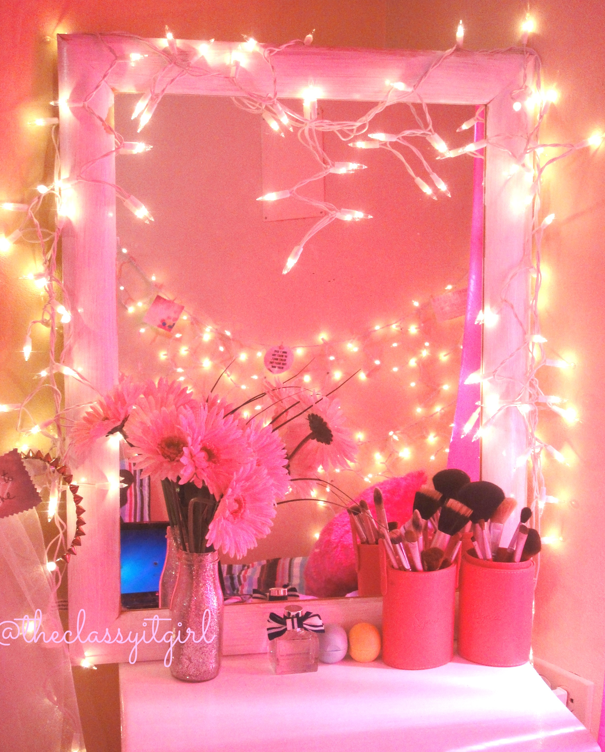 Dormspiration diy room d cor the classy it girl for Cute diy bedroom ideas