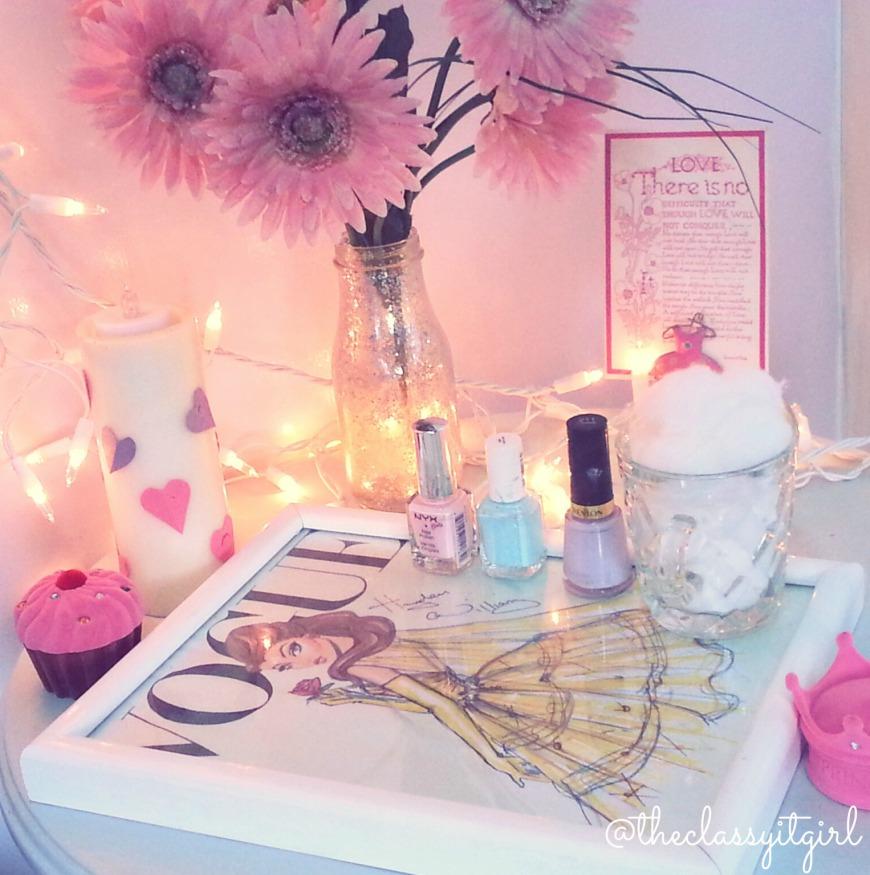 Nail Desk