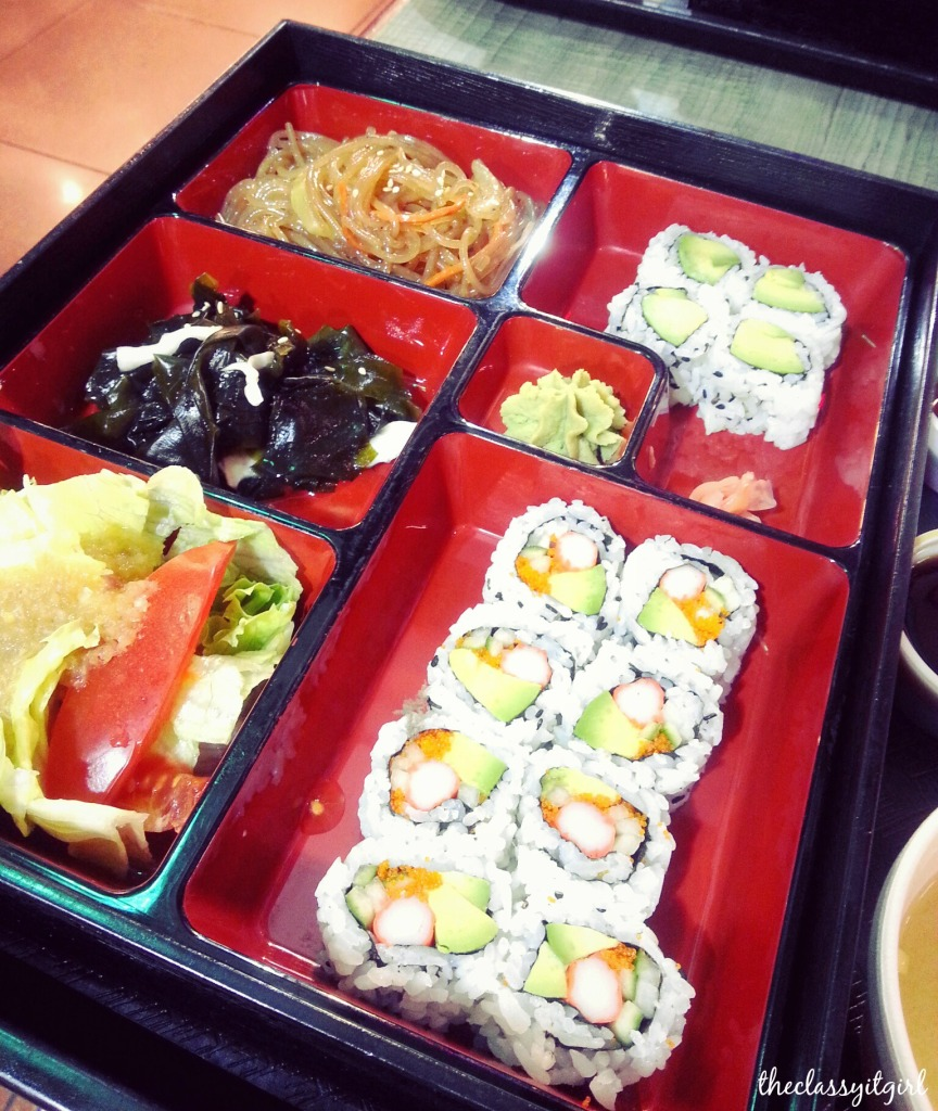 Had my first fully load sushi-tray thingy- I have no idea what this cute lil box is called. I had soup, green tea, rolls, salad, sea weed and noodles. I can't wait to go back tbh [Pacific Mall]